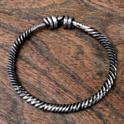 Small Twisted Ring, Bracelet.